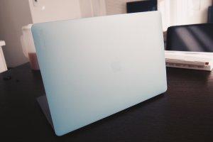 MacBookのハードシェルケース